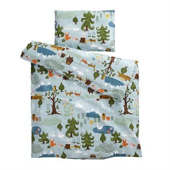 The lovely Little bear children´s bed set is designed by Edholm Ullenius for the Swedish company Klippans Yllefabrik. The bed set is made of soft cotton and has a charming pattern with animals and nature. The bed set fits perfect for the little ones and is also a pretty detail for the children´s room. Combine it together with other fine products from Klippans Yllefabrik to decorate your home with. Choose between different sizes.