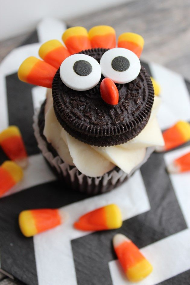 We Heart Parties: Easy Thanksgiving Oreo Turkey Cupcake Toppers