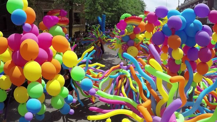 Balloons by Tommy in the 2016 Chicago Pride Parade