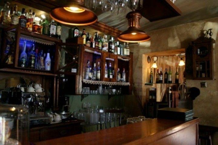 Klub Absynt mieści się na krakowskim Kazimierzu. Można tu odpocząć przy dźwiękach bluesa, swinga i jazzu.. http://krakowforfun.com/pl/10/puby/absynt