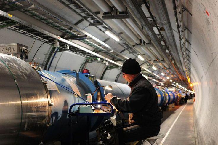 Suche nach Dunkler Materie: Teilchenbeschleuniger läuft wieder - Der größte Teilchenbeschleuniger der Welt am Schweizer CERN ist nach einer umfassenden Modernisierungsphase am Ostersonntag in der Schweiz wieder in Gang gesetzt worden. Mehr dazu hier: http://www.nachrichten.at/nachrichten/weltspiegel/Suche-nach-Dunkler-Materie-Teilchenbeschleuniger-laeuft-wieder;art17,1730227 (Bild: CERN)