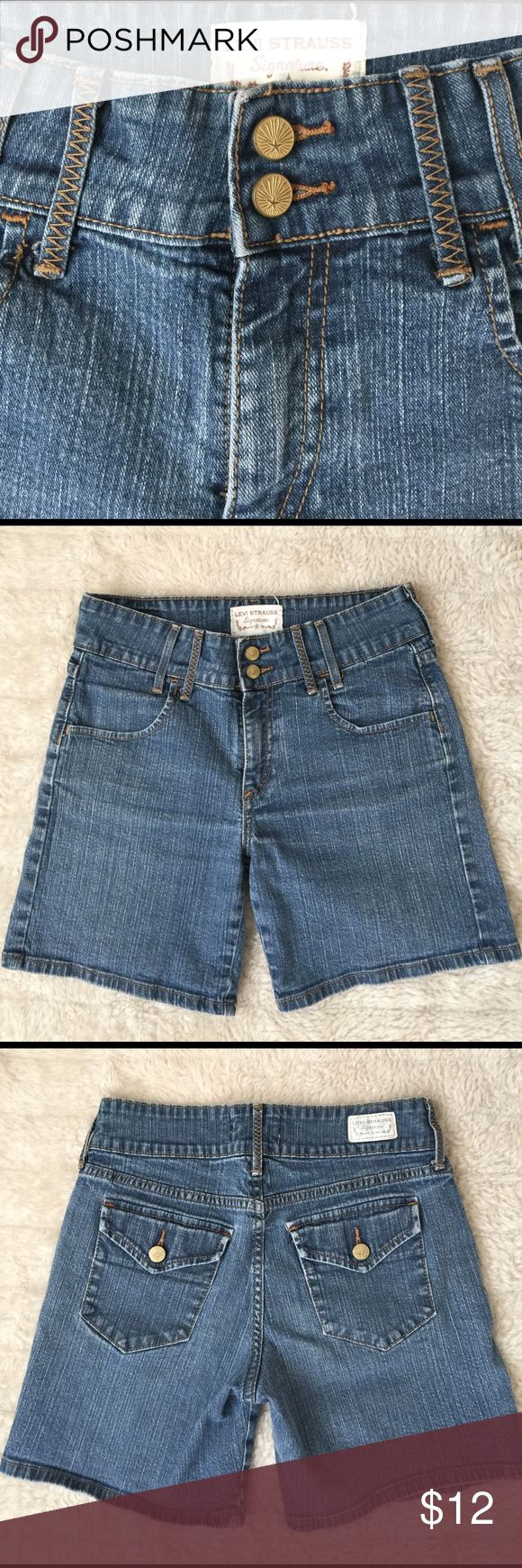 {Levi Strauss} Women's Signature Shorts Size 4 Reg Two button belted waist with zip and button closure. Material Content: 53%Ramie, 46%Cotton, 1%Spandex. #levishorts, #leviswomensshorts, #denimshorts, #womensdenimshorts Levi's Shorts Jean Shorts