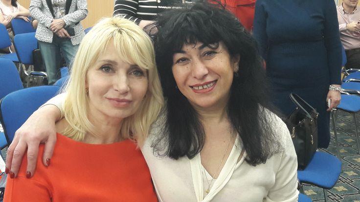 Вот первые две красавицы , что встретили меня при входе в зал встреч партнеров RedeX, что было 30 ноября 2017 года в Москве. Алла Мороз и  Ольга Искандарян. Обратите внимание! Как будто Инь и Ян. Белое и черное! К чему бы это? Видимо, к бесконечному благополучию! Спасибо Вам за символ!  Мы процветаем вместе с RedeX!  #RedeX, #btc, #bitcoin, #биткоин,  #Лабырин, #марафон,  #Labyrin,