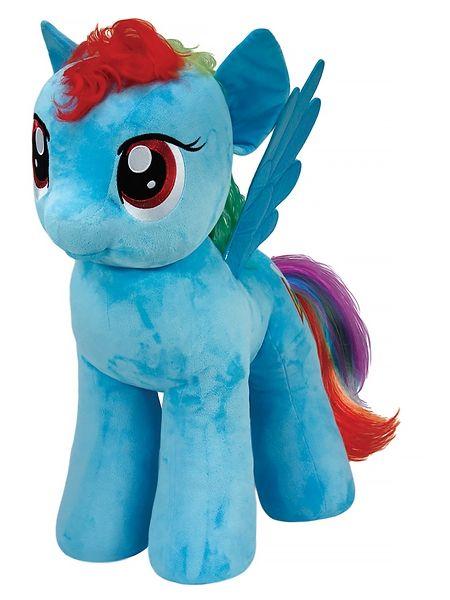 My Little Pony, Rainbow Dash -pehmo Nappaa rohkea lentomestari Rainbow Dash kainaloosi! Sateenkaarihäntäisen pehmolelun korkeus on 33 cm.