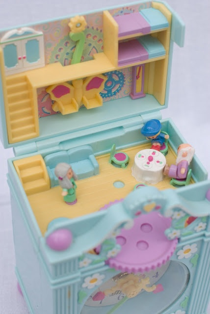 Polly Pocket clock. Where did all of my Polly Pockets go?? :(