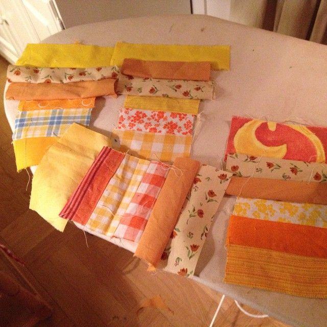 I skapartagen, det här ska bli nya omtag till köksgardinerna :-) #sy #lappteknik #patchwork