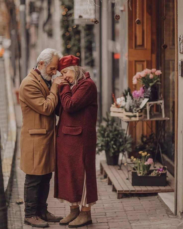 Love goals 🔥❤️ Tag your love 👵🏻👨🏻‍🦳 . . . . . . . . . . #goals #decor #decorationideas #classy #goals❤️
