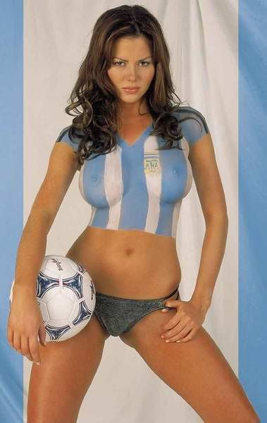 Body paint argentina jersey football and soccer art for Best body paint pics