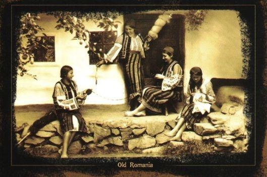 Moldavia Romania pe prispa casei