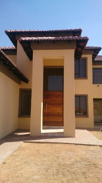 Modern Tuscan Home in the Breakfree Estate, Midrand