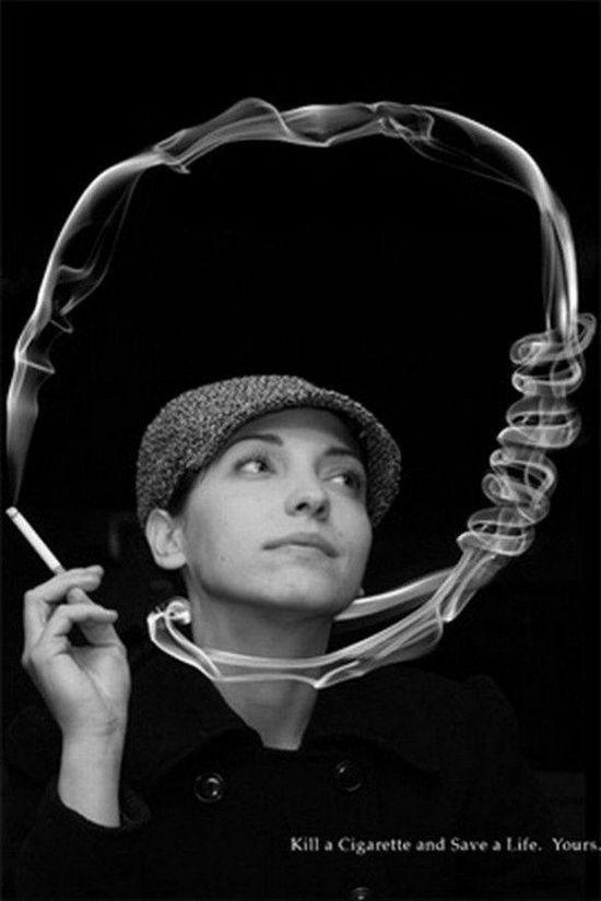 Antes que comecem os mimimis, um aviso: não tenho absolutamente nada contra àqueles que fumam. A decisão de enviar mais de 4 mil substâncias tóxicas para dentro do corpo e correr o risco de morrer precocemente com um câncer na boca, laringe, estômago ou pulmão é pessoal. Só não soltem fumaça na cara de não-fumantes, combinado?  A publicidade, que no Brasil já promoveu abertamente o tabaco em comerciais de TV, também faz sua parte incentivando fumantes a largarem o vício.