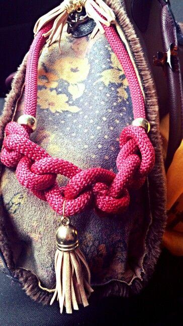 Χειροποίητα κολιέ απο ορειβατικο κορδόνι με επιχρυσωμενα στοιχεία www.etsy.com/shop/bizeli