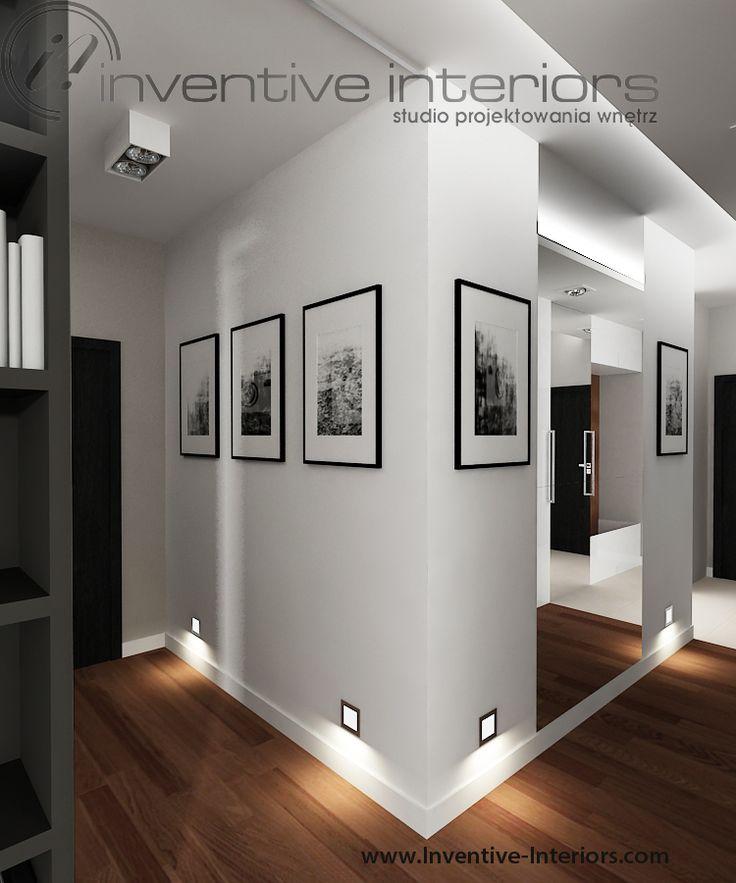 Projekt korytarza Inventive Interiors - galeria zdjęć, duże lustro i oświetlenie przypodłogowe