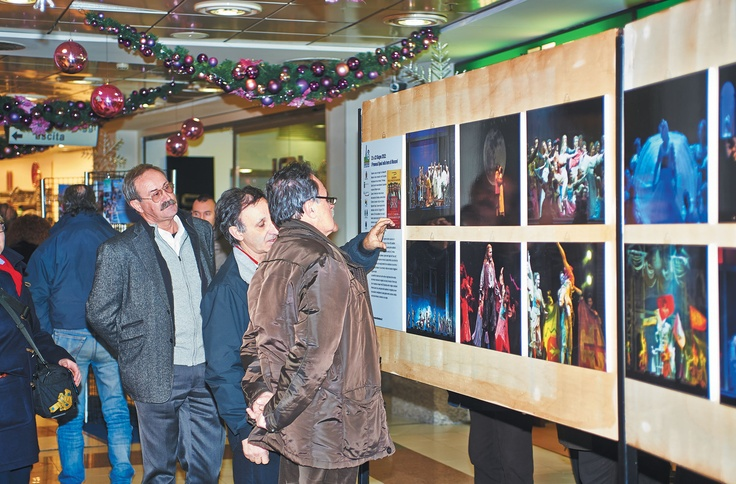 Quattro sezioni fotografiche, ciascuna delle quali dedicata ad un evento specifico: il Lombardia 2011, il Giro d'Italia 2012, i Promessi Sposi allo stadio e il Lombardia 2012