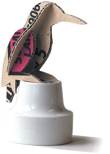 Bouwplaten. IJsvogel. Vogel: bouwplaat van een ijsvogel, gesneden uit een kartonnen verpakking. Grafisch Ontwerpers Arnhem