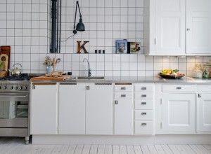 cocina con azulejos blancos, me encantan