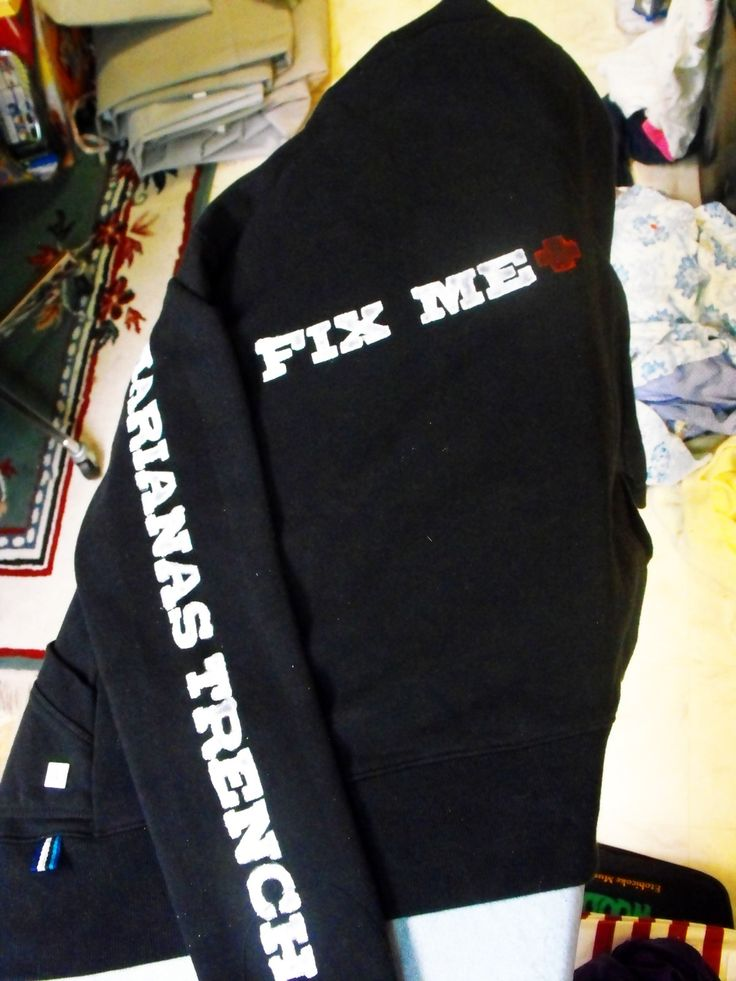 Marianas Trench Stenciled Sweater #howto #tutorial