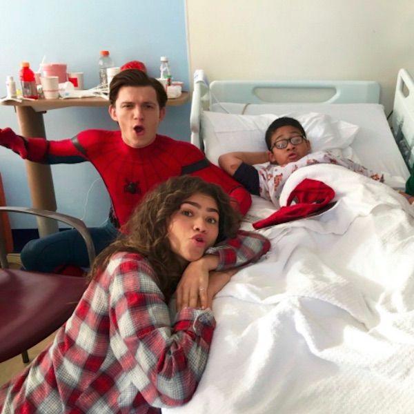 Zendaya And Tom Holland Surprise Kids At A New York Children's Hospital - http://oceanup.com/2016/11/23/zendaya-and-tom-holland-surprise-kids-at-a-new-york-childrens-hospital/