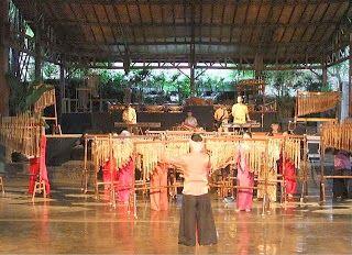 Saung Angklung mang Udjo wisata seni Bandung
