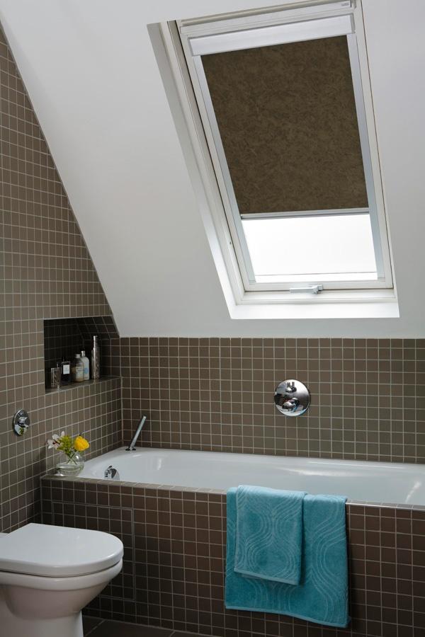 Toro Mocha #blind #window #fabric #pattern #windowblind #roof #roofblind #roofwindow #bathroom #ensuite #browrn #taupe #truffle #tiles # rollershade #smallbathrooms http://www.thefabricbox.co.uk/