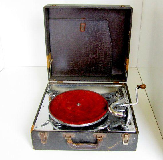 Vintage Crank Phonograph Portable Record Player Suitcase