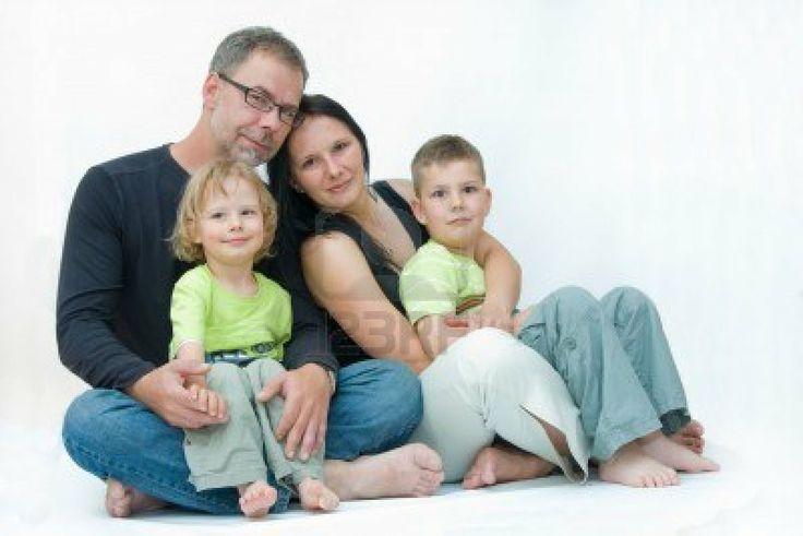 feliz familia de cuatro, los padres con dos hijos Foto de archivo - 4983172