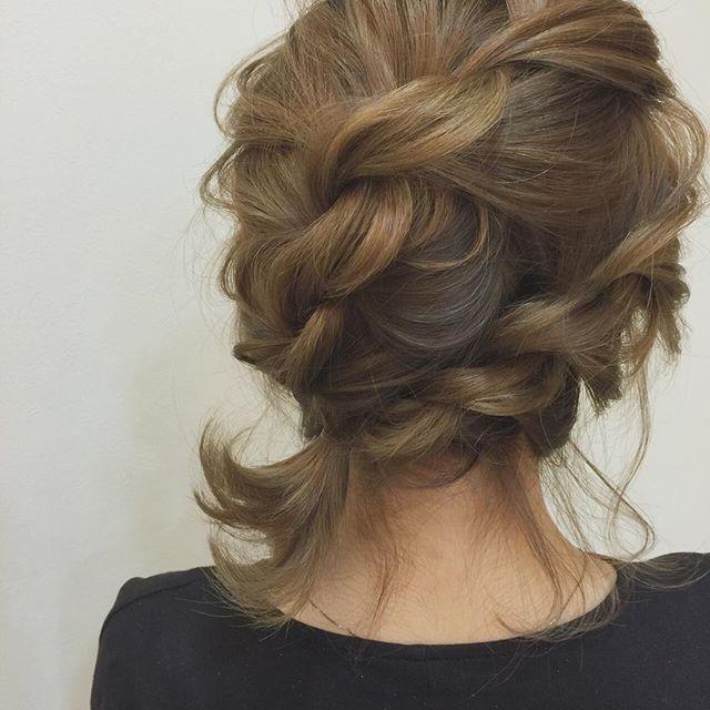 どんなシーンでも使える ねじねじアレンジ♡ #結婚式#ブライダル#花嫁#プレ花嫁#二次会#ヘアスタイル#ヘアアレンジ#セルフアレンジ#hair#hairstyle #haircolor #ウエディング#wedding #ウエディングドレス#レイフィールド#一宮市#栄#名古屋#こなれヘア#こなれ感#ファッション#fashion