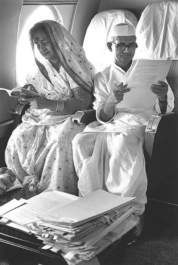 old-india-photos-lal-bahadur-shastri-with-his-wife