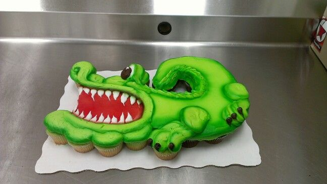 Crocodile Cupcake cake by Laurie Grissom.