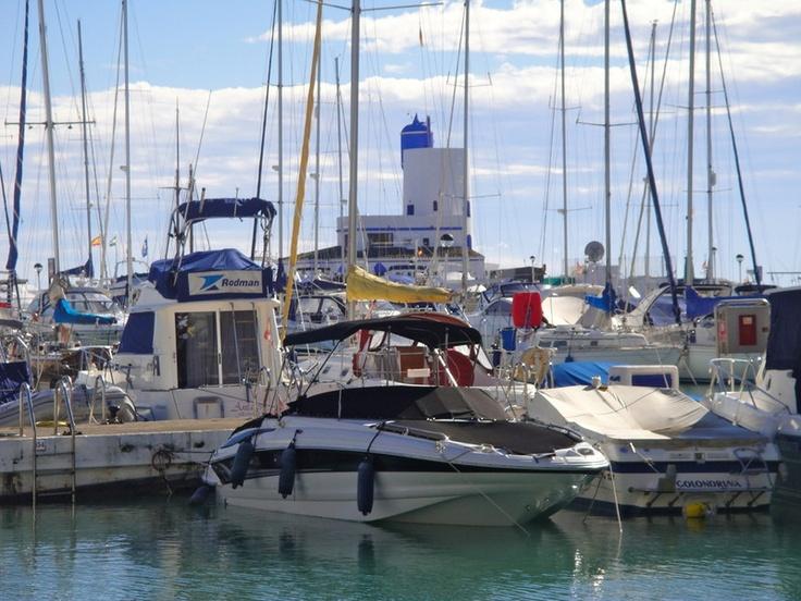 El turista que visite la localidad de Manilva tiene una parada obligatoria en el Puerto de la Duquesa.