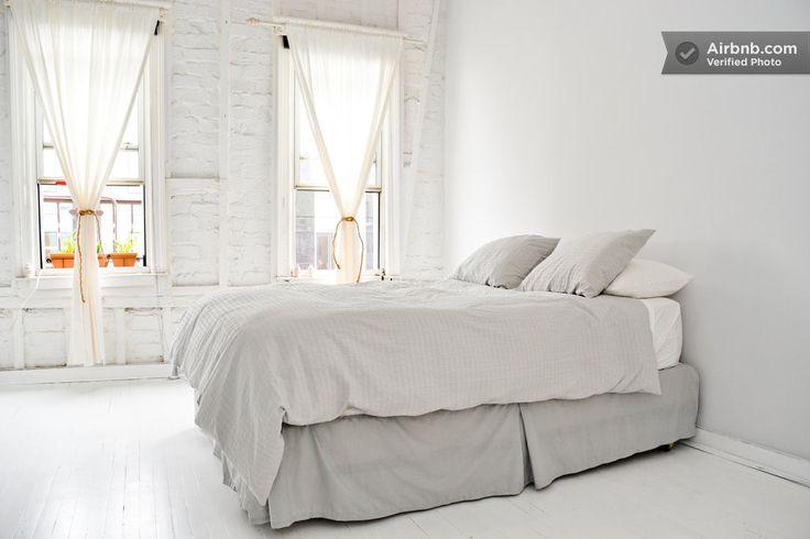 Modern Minimalist Williamsburg Loft w: Brooklyn 23$ discount www.airbnb.pl/c/kkuhn4