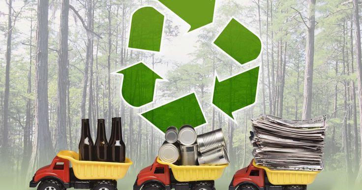 ¿Qué productos son fabricados de materiales reciclados?. Una vez un nicho industrial apenas apreciado, el reciclaje se ha convertido en una industria de miles de millones de dólares. Como la presión por los recursos naturales limitados de la Tierra se incrementa, también lo hace la importancia del reciclaje. La fabricación de productos con materiales reciclados consume menos energía, reduce los residuos ...