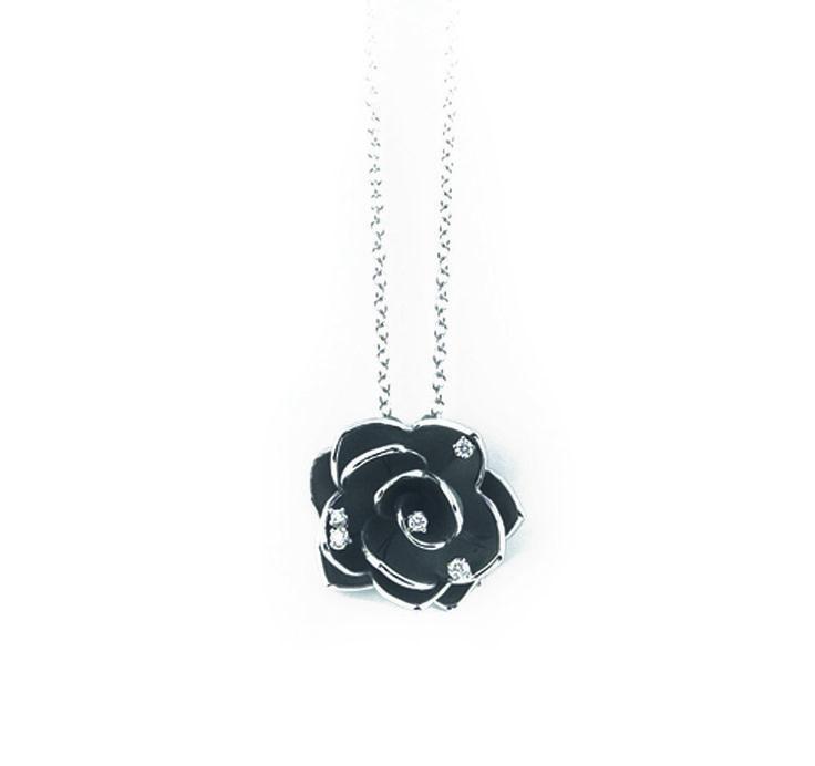 Ninphea Collection Flower black Gold pendant with diamonds inspired nature // colgante flor de oro negro con diamantes inspirado en la naturaleza www.art-jeweller.com