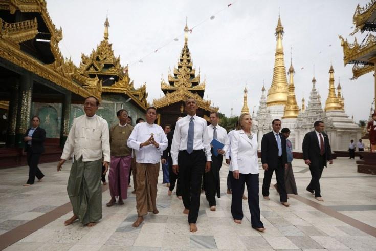 Nov. 19, 2012. U.S. President Barack Obama and Secretary of State Hillary Clinton tour the Shwedagon Pagoda in Yangon, Myanmar.    Read more: http://lightbox.time.com/2012/11/23/pictures-of-the-week-november-16-23/#ixzz2DD89Qua8   The Best Pictures of the Week: November 16 – 23 - LightBox