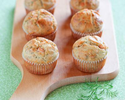 Muffins au saumon fumé, emmental et aneth : http://www.cuisineaz.com/recettes/muffins-au-saumon-fume-emmental-et-aneth-70220.aspx