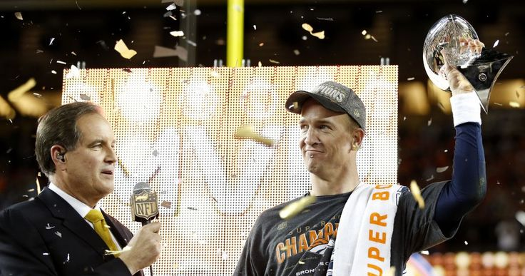 Peyton-Manning-and-Jim-Nantz-by-Ezra-Shaw-