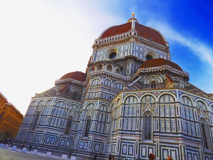 I visited Florence (Firenze in italian) last november and it was amazing.I really like the city.One of my fav italian city