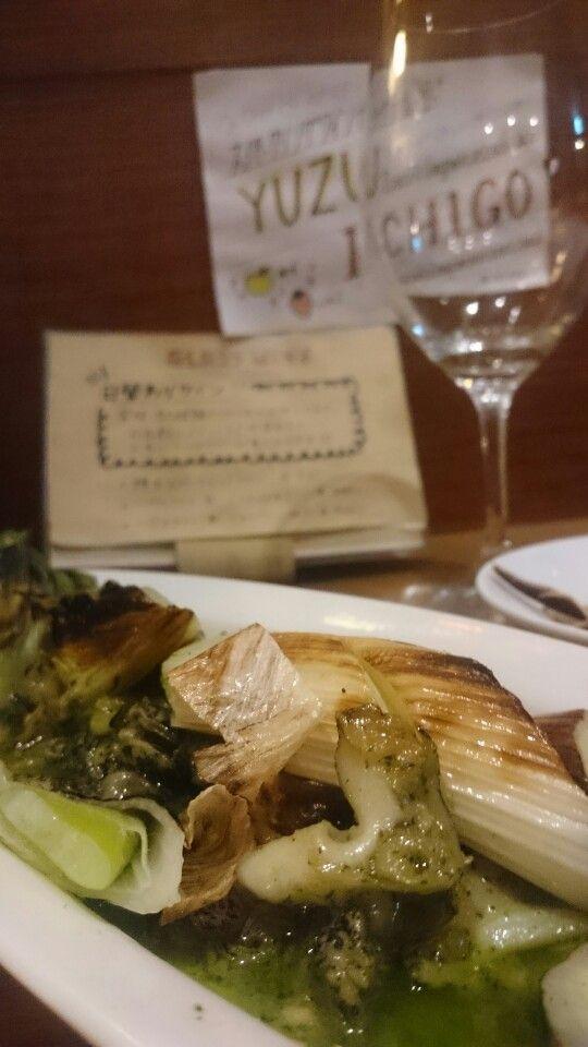 つぶ貝と下仁田ネギのバジルバターソース