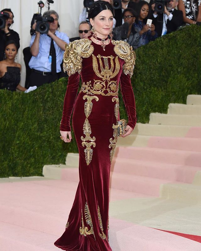 Tabitha Simmons wearing Dolce&Gabbana Alta Moda to the 'Manus X Machina: Fashion in an Age of Technology' Costume Institute Gala at the Metropolitan Museum of Art on May 2, 2016 in New York, NY. #metgala #dgcelebs #thefirstmondayinmay #manusxmachina