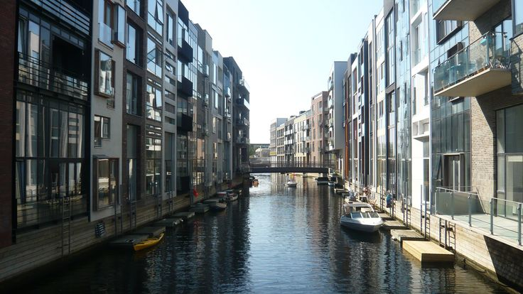 View of canal between Bøgholm and Birkholm. http://philsspaces.com/2014/08/15/sluseholmen-8-years-on/