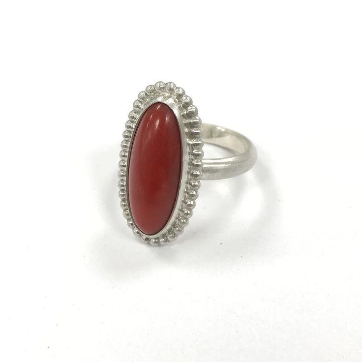 Handgemaakte ring met bloedkoraal gemaakt van een oude ring. #jewelry #ring #red #silver #zilver #sieradenwebshop #sieraden #handmade #handgemaakt #corinarietveld