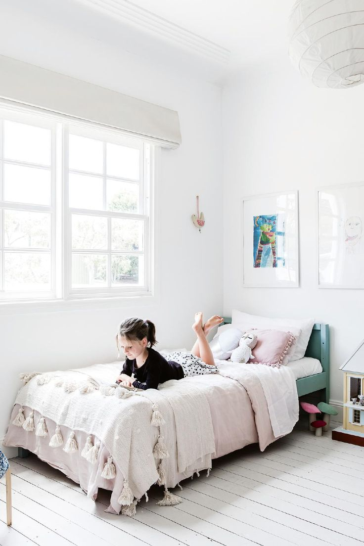 This 1950's fibro cottage was lovingly refreshed with a handmade touch.Photography by Maree Homer. Styling by Kerrie-Ann Jones.  From the January 2018 issue of Inside Out Magazine. Available from newsagents, Zinio, https://au.zinio.com/magazine/Inside-Out-/pr-500646627/cat-cat1680012#/  and Nook.