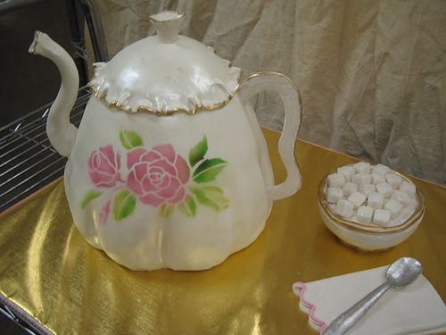 Teapot cake - looks real!: Cakes Cupcake Teapots Cups1, Amazing Cakes, Rose Teapots, Cupcake Ideas, Awesome Cakes, Cakecupcak Teapotscups1, Cakes Teapots, Teas Parties, Teapots Cakes