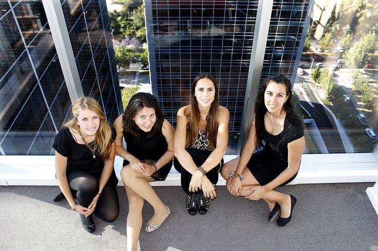 """Dentalink apuesta por las #mujeres en #tecnología para su equipo de trabajo Les presentamos a las """" Fans #Tech """" de nuestro equipo Dentalink. De Derecha a Izquierda. Diana Berrios- Gerente de Clientes, Teresita Perez- Diseñadora, Javiera Modaca - Consultora de Implementacion, Maria Fernanda Lesmes - Gerente de Marketing LEE MAS http://blog.dentalink.cl/?p=324"""