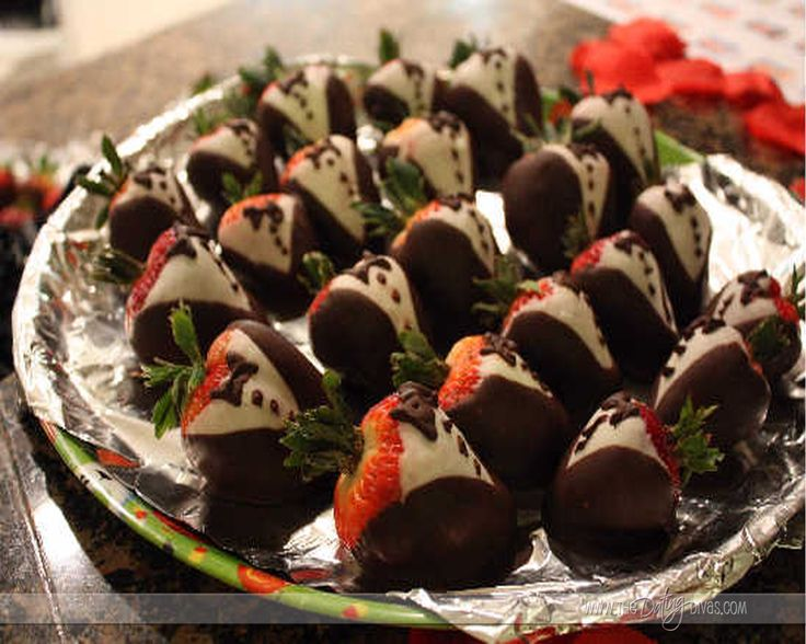 Tuxedo Chocolate covered strawberries :) love these