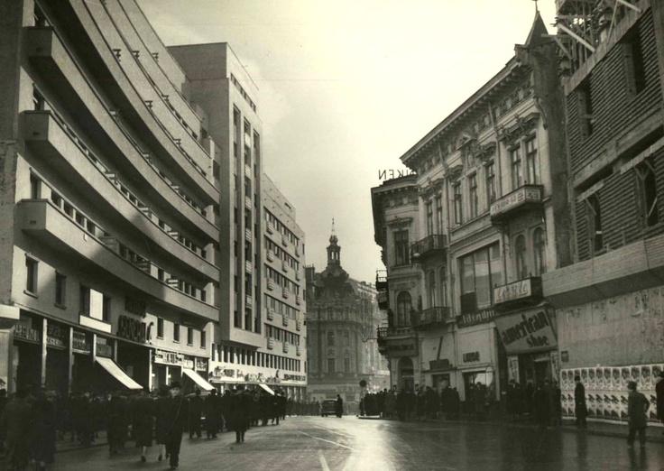 poze poza Poze Bucuresti, prin 1940, dreapta este actualul magazin Muzica