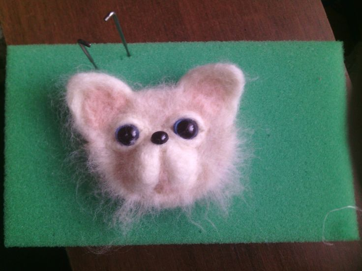 Брошь - кот (из шерсти)