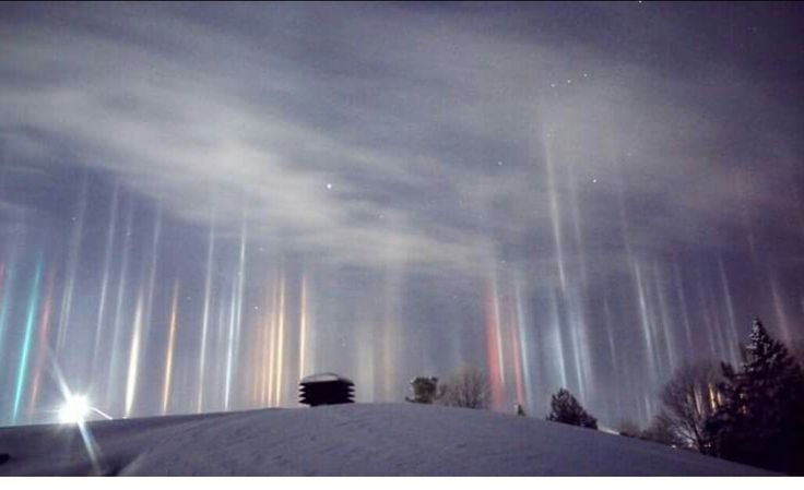 Light Pillars - North Bay, Ontario  So awesome!