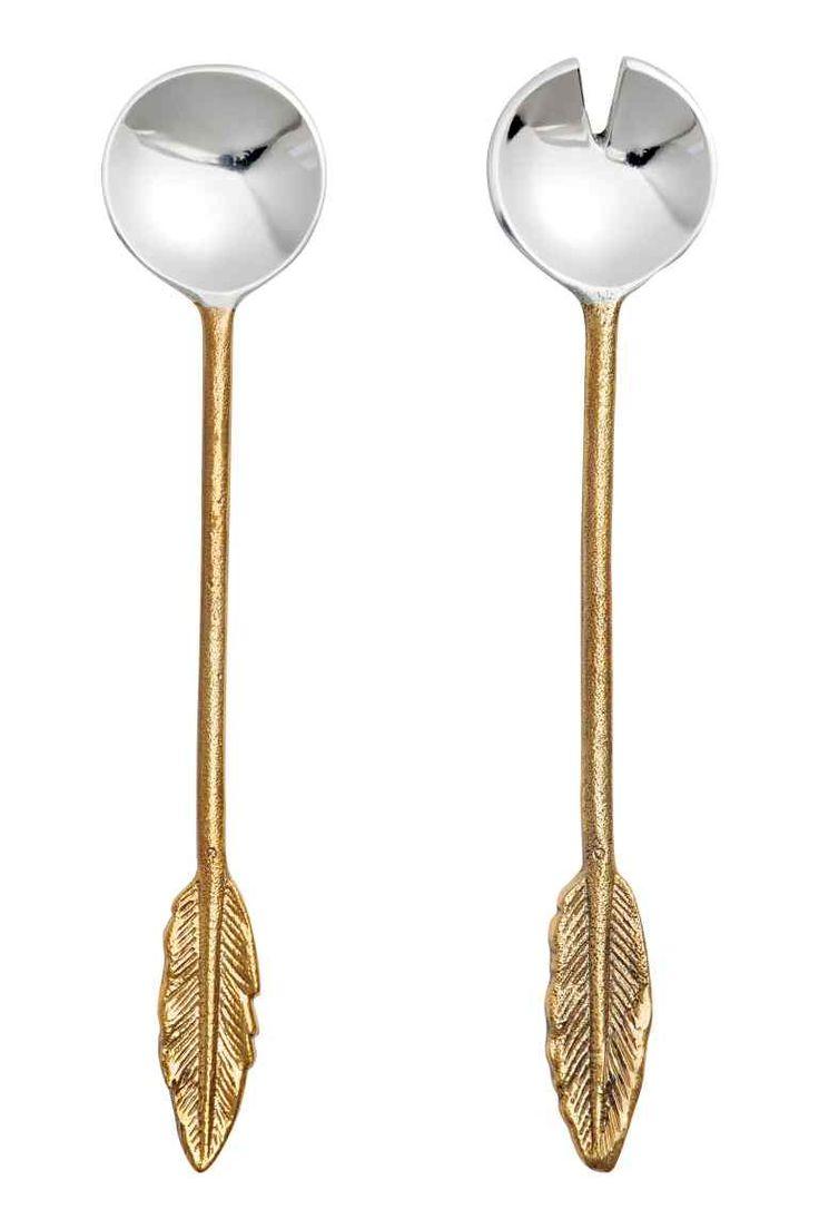 Metalen slabestek: Metalen slabestek met een decoratie in de vorm van een veer vanboven. Lengte 25,5 cm.