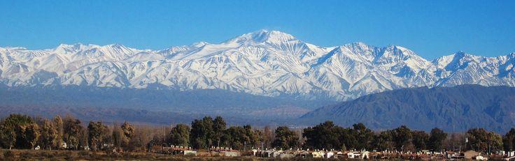 Cordillera_de_los_Andes_nevada,_Provincia_de_Mendoza,_Argentina..jpg (4000×1259)